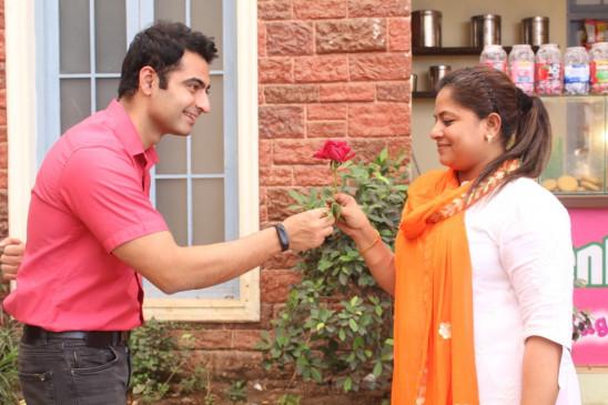 तेरा क्या होगा आलिया के सेट पर हर्षद अरोड़ा ने महिलाओं को दिया गुलाब
