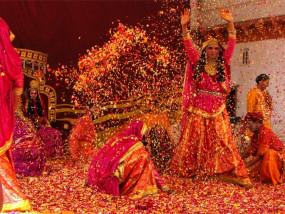 Holi 2020: बरसाने से पंजाब और कर्नाटक तक इस अंदाज में मनाते हैं होली का त्यौहार, जानें परंपरा