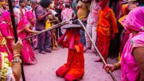 Holi 2020: बरसाने में दिखेगा होली का निराला अंदाज, आज खेली जाएगी लट्ठमार होली