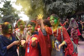 कोरोना व दिल्ली हिंसा के कारण इस बार बेरंग हो सकती है होली
