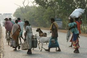 देश 'लॉक'-रोजगार 'डाउन': 40 करोड़ लोगों के सामने रोजी-रोटी का संकट, सरकार साढ़े 3 करोड़ मजदूरों के खातों में डालेगी पैसा