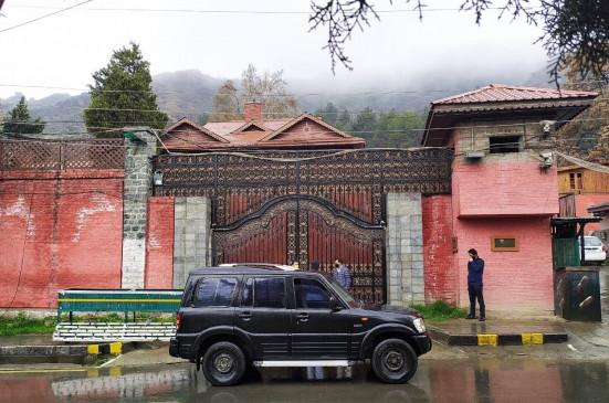 कोविड-19 संक्रमण के कारण कश्मीरी नेता चाहते सभी बंदियों की रिहाई
