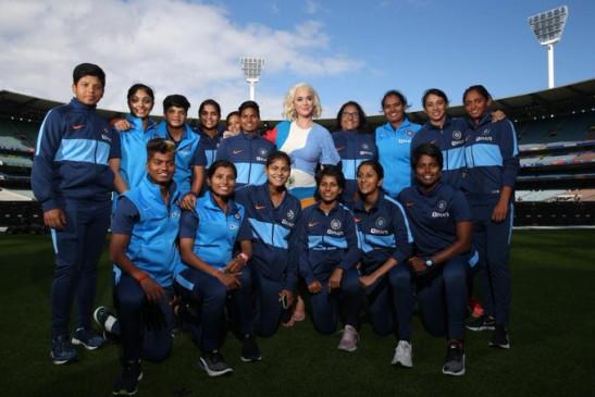 महिला विश्व कप फाइनल से पहले भारतीय टीम से मिलीं कैटी पैरी