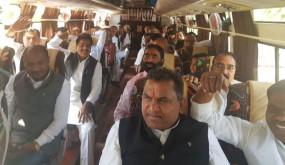 MP Political drama: जयपुर भेजे गए कांग्रेस विधायक, कार्यालय से हटाई गई सिंधिया की नेमप्लेट
