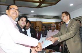 Madhya Pradesh: राज्यसभा के लिए ज्योतिरादित्य सिंधिया ने भरा नामांकन, शिवराज भी रहे मौजूद