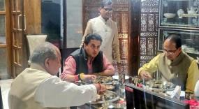 Politics: शिवराज ने कमलनाथ को रावण और सिंधिया को बताया विभीषण, कांग्रेस ने कसा तंज