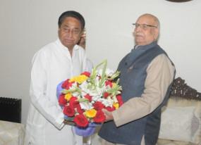 Political Crisis: राज्यपाल से मिले सीएम कमलनाथ, बीजेपी पर विधायकों को बंधक बनाने का आरोप