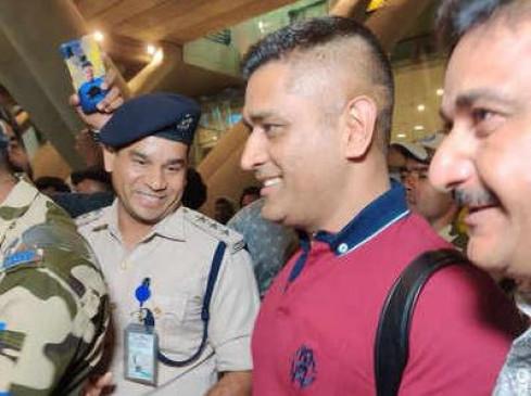 क्रिकेट: IPL-13 की तैयारियों के लिए चेन्नई पहुंचे धोनी, CSK ने किया जोरदार स्वागत; देखें वीडियो