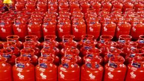 राहत: सरकार ने होली से पहले दिया गिफ्ट, एलपीजी सिलेंडर 53 रुपए सस्ता हुआ, पेट्रोल-डीजल के दाम भी घटे
