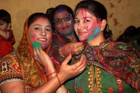 पाकिस्तान : हिंदू समुदाय होली की तैयारियों में जुटा