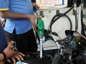पेट्रोल, डीजल में गिरावट जारी, 15 दिनों में 2 रुपए प्रति लीटर घटा दाम