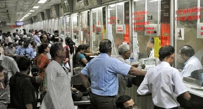 रेलवे प्लेटफार्म पर भीड़ कम करने 50 रुपए में प्लेटफार्म टिकट, 23 ट्रेनेरद्द