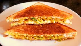 """RECIPE: बोरिंग सैंडविच को दें चटपटा स्वाद, घर पर बनाएं """"आलू मसाला सैंडविच"""""""