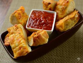 """RECIPE: ब्रेड से स्नैंक्स को बनाएं परफेक्ट, घर पर बनाएं टेस्टी """"गार्लिक चीज ब्रेड"""""""
