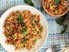 RECIPE: घर पर बनाएं चाइनिज खाना, इजी स्टेप से बनेगा 'वेज फ्राइड राइस'