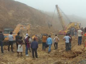 अवैध उत्खनन के दौरान दो श्रमिक पत्थरों में दबे, के्रशर संचालक फरार