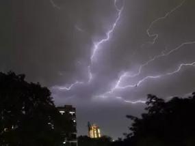 मौसम: यूपी में भारी बारिश, ओले और आकाशीय बिजली का कहर, 24 घंटे में 28 की मौत