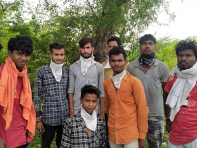 पूरी रात पैदल चले, पैरों में पड़े गए छाले, पुलिस ने लगाया मलहम -नागपुर से आ रहे थे मजदूर