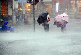 Weather: कई राज्यों में भारी बारिश और ओलावृष्टि की संभावना, अगले 72 घंटे के लिए अलर्ट जारी