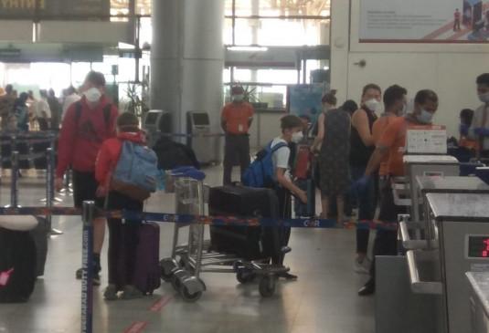 Coronavirus Crisis: हैदराबाद से मुंबई पहुंचाए गए 165 अमेरिकी, अब तक 432 नागरिकों को भेजा गया