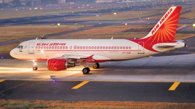 Corona Lockdown: एयर इंडिया ने शुरू की डोमेस्टिक और इंटरनेशल फ्लाइट के टिकटों की बुकिंग