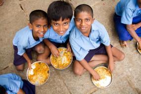 कोरोनावायरस महामारी संकट के बीच गरीबों की मदद के लिए अक्षय पात्र रसोई सामने आई
