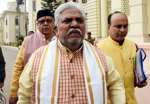 बिहार : अधिकारी ने पास मांगने पर चौकीदार से करवाई उठक-बैठक, जांच के आदेश