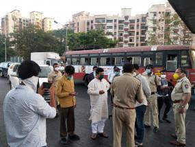 आव्हाड की बर्खास्तगी की मांग को लेकर राज्यपाल से मिले भाजपा नेता