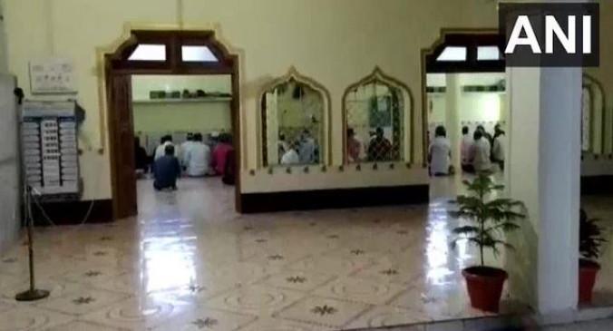 मध्यप्रदेश: लॉकडाउन के बावजूद मस्जिद में नमाज करते 40 लोगों को पुलिस ने पकड़ा, केस दर्ज