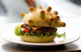 अजब-गजब: वियतनाम के शेफ ने बनाया 'कोरोना बर्गर', बोला- जो चीज डराए उसे खा जाओ