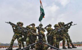 देश के रक्षा सौदों पर कोरोना का ग्रहण, तीनों सेनाओं को डील रोकने का आदेश
