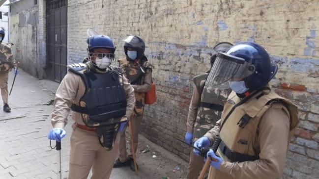 ऐसे कैसे जीतेंगे जंग: देश में कोरोना वॉरियर्स पर हो रहे हमले, यूपी-बिहार में पुलिस और मेडिकल टीम पर पथराव और फायरिंग, कई घायल