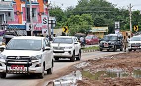 Coronavirus Updates: कार से मुंबई पहुंचा विदर्भ के मंत्रियों का काफिला