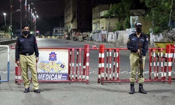 पाकिस्तान: कराची में 50 से अधिक पुलिसकर्मी कोरोना पॉजिटिव, 6 इंस्पेक्टर भी शामिल