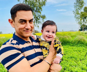 क्या आमिर ने आटे के पैकेट में पैसे बांटे थे?