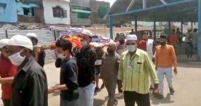 इंसानियत की मिसाल: भोपाल में हिंदू महिला की अर्थी को मुस्लिम युवकों ने दिया कंधा