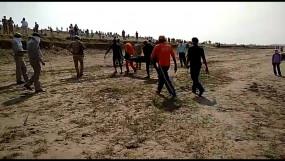 फतेहपुर : यमुना नदी में नौका पलटी, 2 पुलिसकर्मी व नाविक की मौत