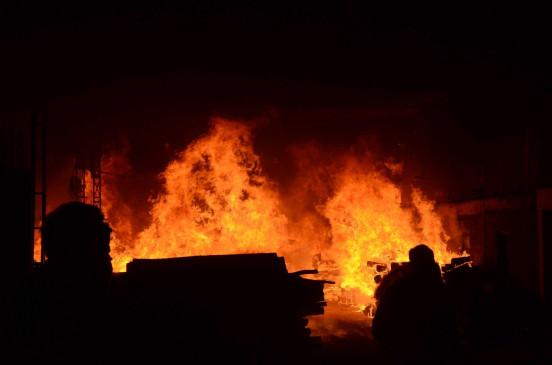 गुरुग्राम में ट्विन टावर में लगी आग