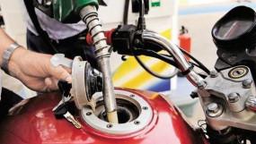 Fuel Price: कच्चे तेल में आई तेजी, जानें पेट्रोल-डीजल पर इसका असर