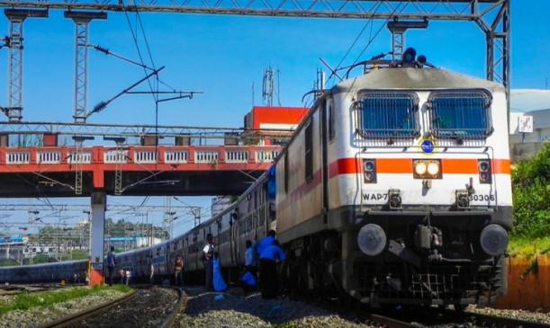 Coronavirus Lockdown: इंडियन रेलवे ने शुरू की टिकट बुकिंग, 15 अप्रैल से कर सकेंगे यात्रा
