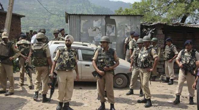 Jammu and Kashmir: पुलवामा जिले के नेवा में CRPF और पुलिस कैंप पर आतंकी हमला, एक जवान घायल