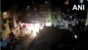 कर्नाटक: कोरोना संदिग्धों को क्वारंटाइन सेंटर ले जाने पर जमकर हंगामा, 52 लोग गिरफ्तार