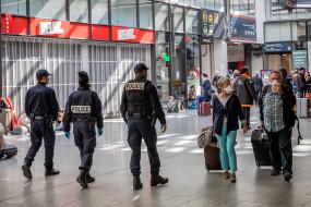 कोविड-19 : फ्रांस में 8 हजार लोगों की मौत