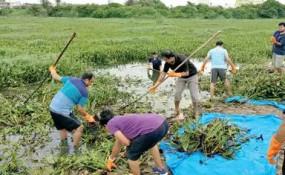 Fake News: क्या कर्नाटक में लॉकडाउन तोड़ने वालों को झील की सफाई करनी पड़ी?