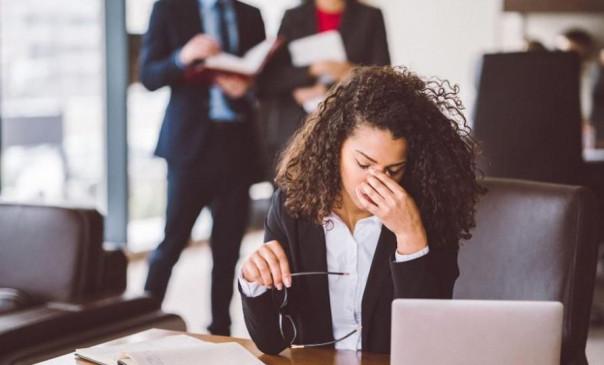 साइड इफेक्ट: लॉकडाउन से कर्मचारियों को टेंशन, वेतन कटौती और नौकरी छूटने का डर