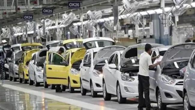 LOCKDOWN: ऑटो सेक्टर पर कोरोना का प्रकोप, यात्री वाहनों की बिक्री 51% गिरी
