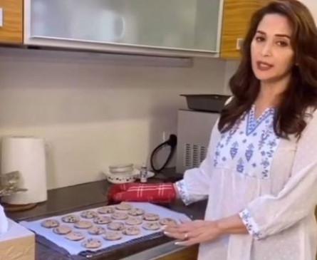 माधुरी दीक्षित नेने ने साझा की अपने पसंदीदा कुकीज की रेसिपी