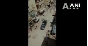पाकिस्तान: कराची में जुमे की नमाज से रोकना पुलिस को पड़ा महंगा, लोगों ने दौड़ा-दौड़ा कर पीटा