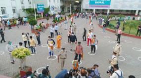 Coronavirus in MP: भोपाल में एक साथ 44 मरीज स्वस्थ हुए, श्योपुर में स्क्रीनिंग करने गए दल पर पथराव, पुलिस जवान घायल
