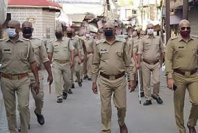 COVID-19 Alert: कोरोना संक्रमण से डर का माहौल, कई पुलिसकर्मियों ने मुंडवा लिया सिर